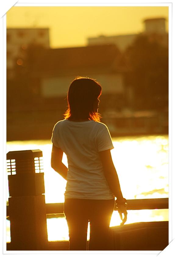 ---------- : ผู้หญิงคนหนึ่งที่มีรัก :--------------